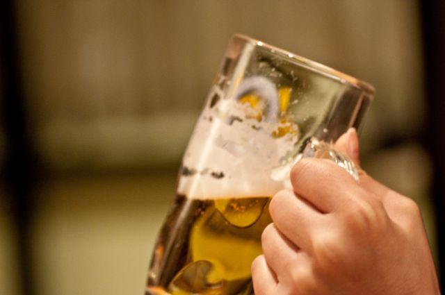 ビールを持つ手
